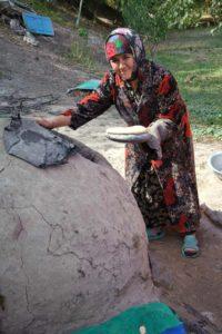 uzbek-villadge-bread-baking