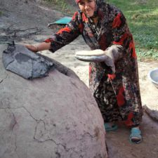 uzbek-villadge-bread-baking